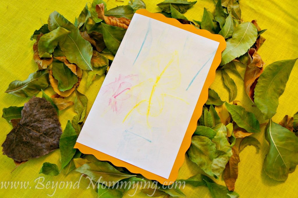 We made fall leaf rubbing cards using fall leaves to create figures to share the magic of fall leaves and colors with faraway friends.